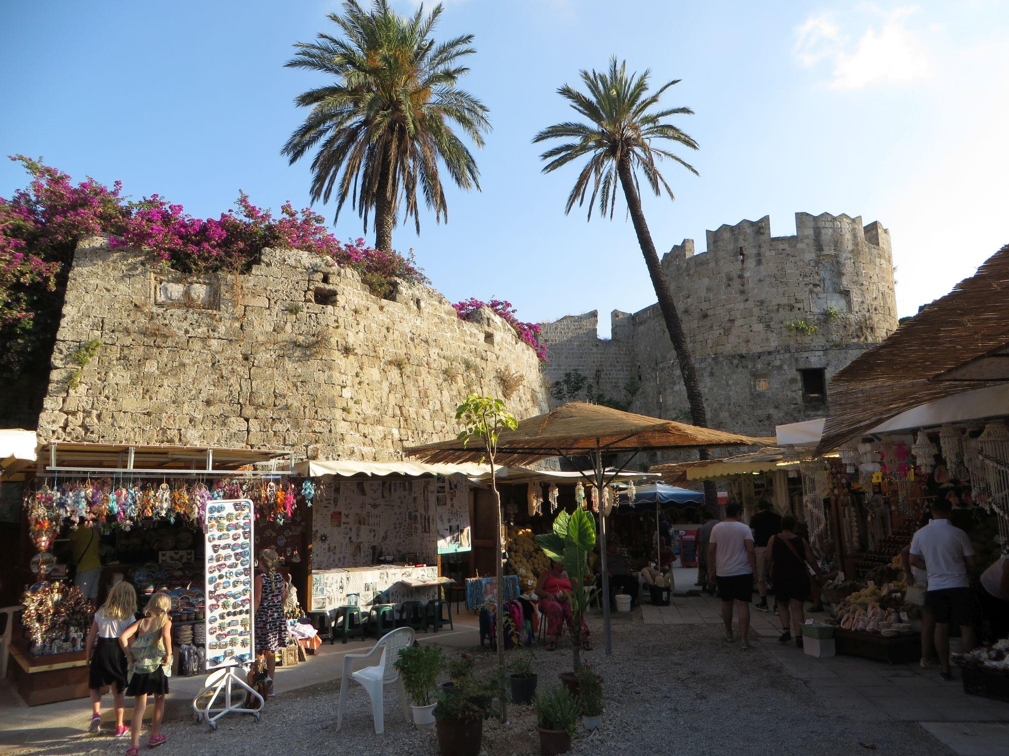 La vieille cité médiévale de Rhodes et ses fortifications