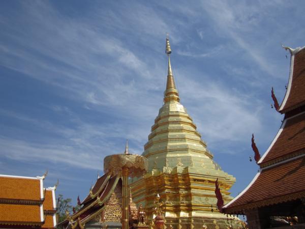 Bouddhisme et temple majusteux- Doï Sutep