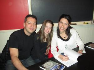 Jeff, Sarah-Ève et Gen, en peine séance de dédicaces